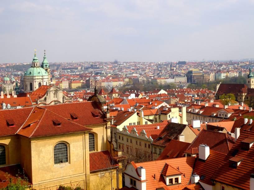 """Vista a partir do <a href=""""http://viajeaqui.abril.com.br/estabelecimentos/republica-tcheca-praga-atracao-prazky-hrad-castelo-de-praga"""" rel=""""Castelo de Praga"""" target=""""_blank"""">Castelo de Praga</a>, <a href=""""http://viajeaqui.abril.com.br/paises/republica-tcheca"""" rel=""""República Tcheca"""" target=""""_blank"""">República Tcheca</a>"""