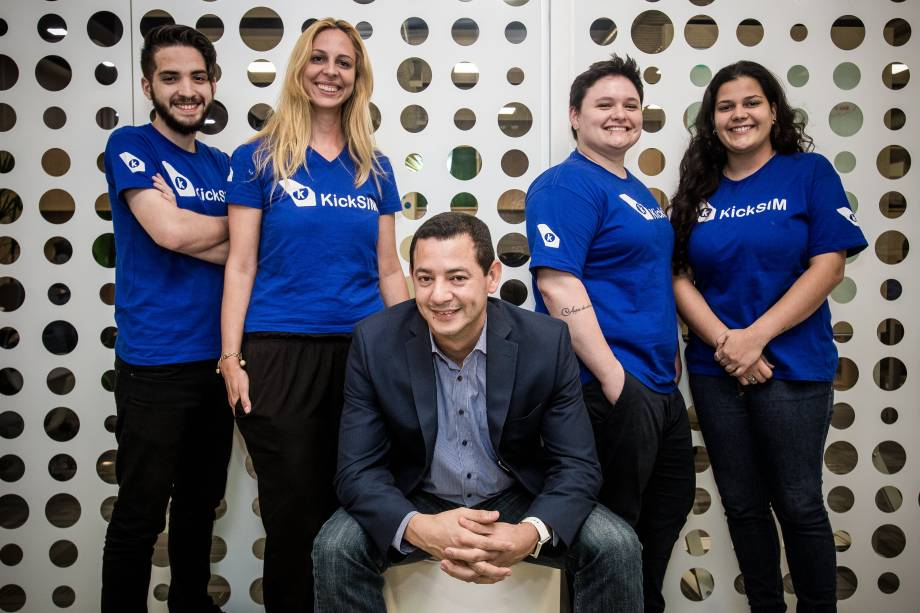 Os integrantes da startup Kicksim:Diego Poggi, Monica Alves,Robson Oliveira, Jaqueline Venturim eLuiza Manhães