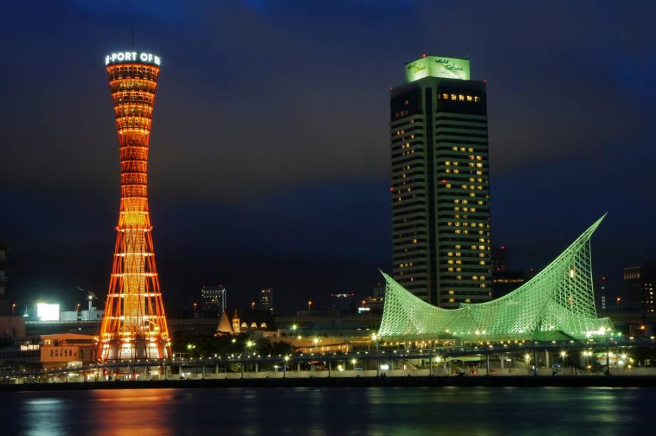 Meriken Park de Kobe, com a icônica torre do porto