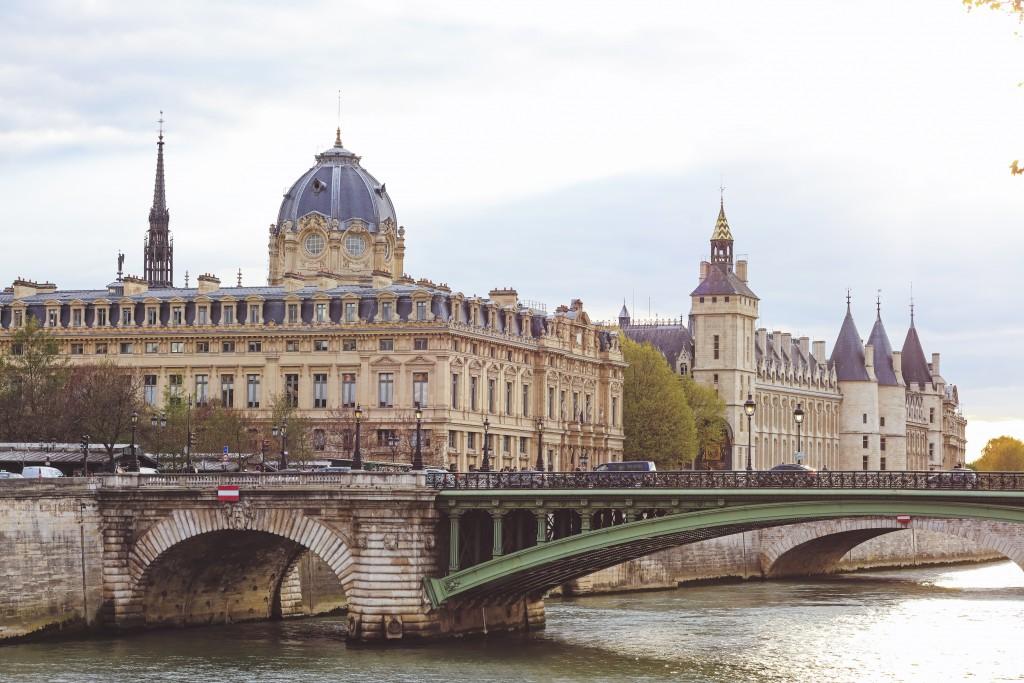 Ponte au Change em frente do castelo La Conciergerie (foto: iStock)