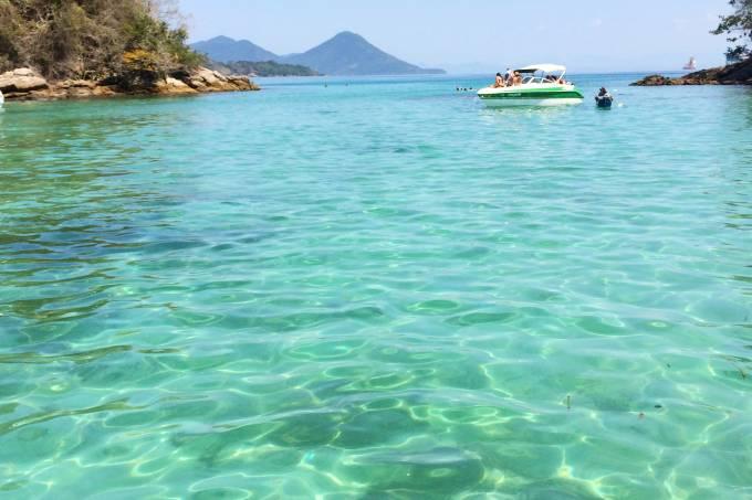 lagoa-azul-em-ilha-grande-rio-de-janeiro.jpeg