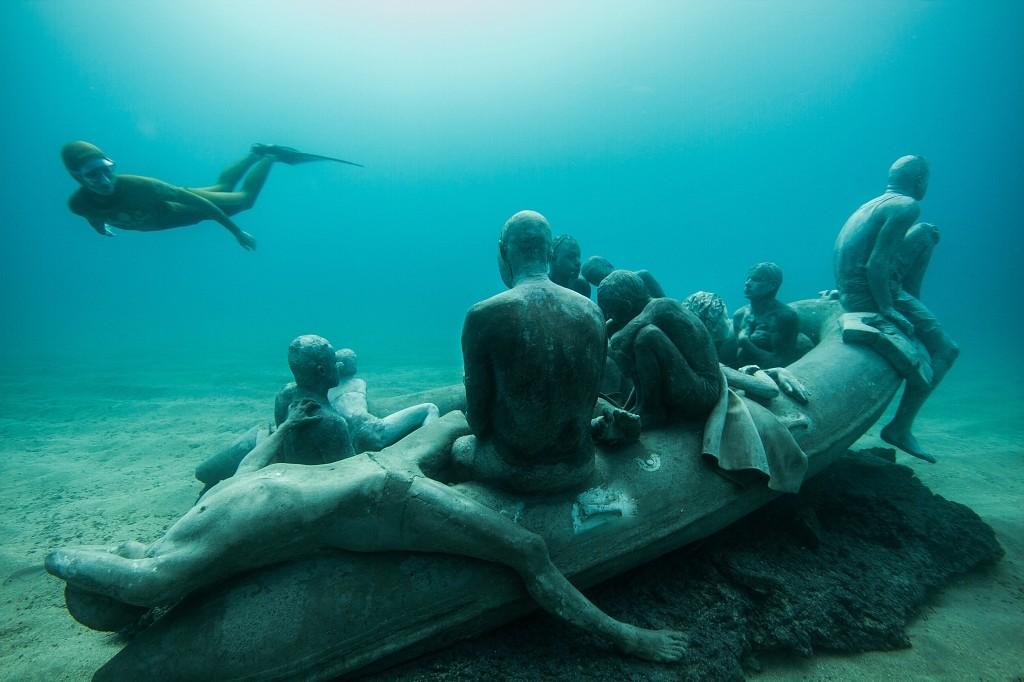 """""""The Raft of Lampedusa"""" também fica no fundo do mar da ilha de Lanzarote, na Espanha"""