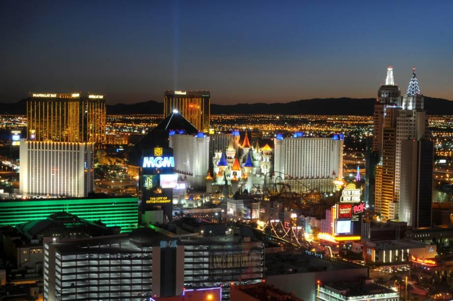Encravada no meio do deserto de Nevada, Las Vegas fisga o visitante pelas inúmeras opções de entretenimento
