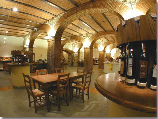 Neste ambiente inspirador os vinhos Chianti Classico ocupam o lugar de destaque