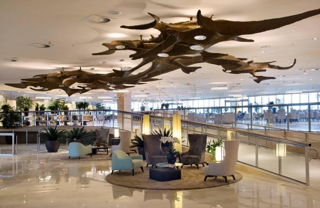 O lobby do hotel foi pensado pela arquiteta Débora Aguiar. (Foto: Denilson Machado/Divulgação)