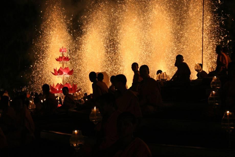 O Loi kratongs é o famoso festival das lanternas de Chiang Mai