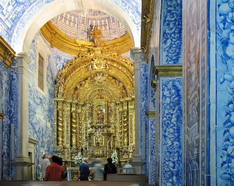 Coberta de azulejos, a Igreja de São Lourenço é a principal atração de Almancil, vila localizada a 10 quilômetros de Faro