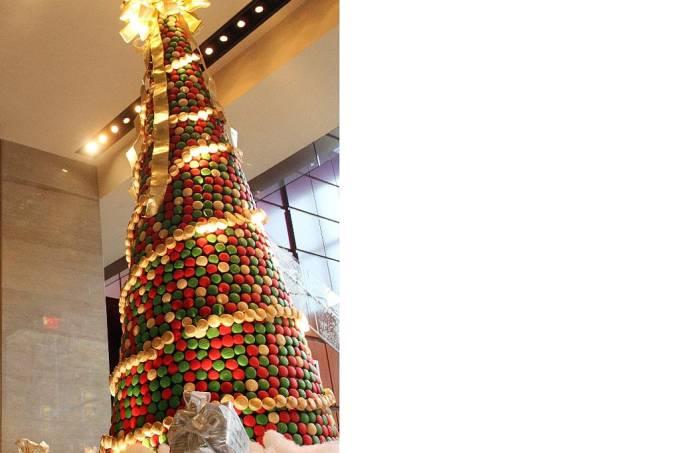 macaron-holiday-tree-rc-charlotte-arvore-de-natal.jpeg