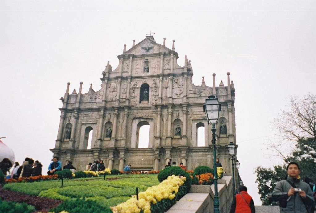 (Ruínas da Igreja de São Paulo, construída entre 1602 e 1640, e destruída num incêndio em 1835, em Macau. Foto: Alessandra Corrêa).