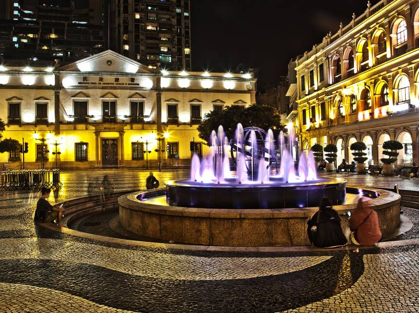 O Largo do Senado também deixa evidente a herança colonial da cidade.