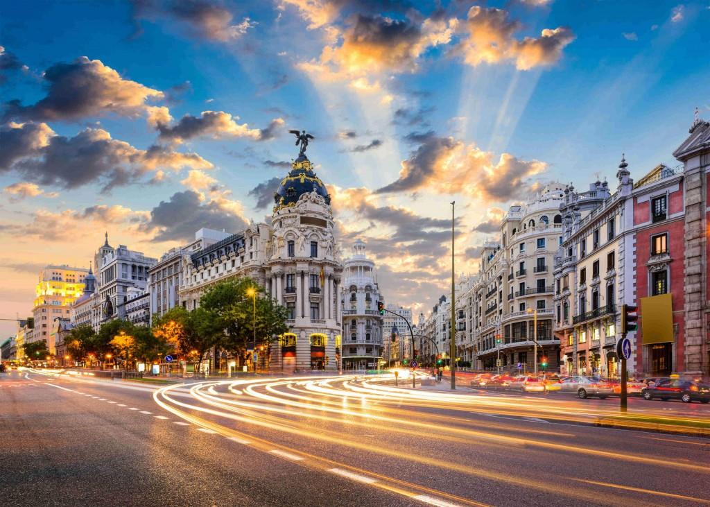 Vista da Gran Vía e do Edifício Metropolis, em Madri (foto: iStock)