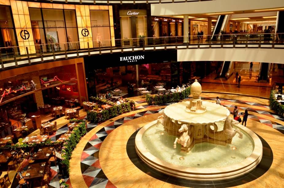 Muito além de um centro de compras, o Mall of the Emirates é um verdadeiro complexo gastronômico e de lazer