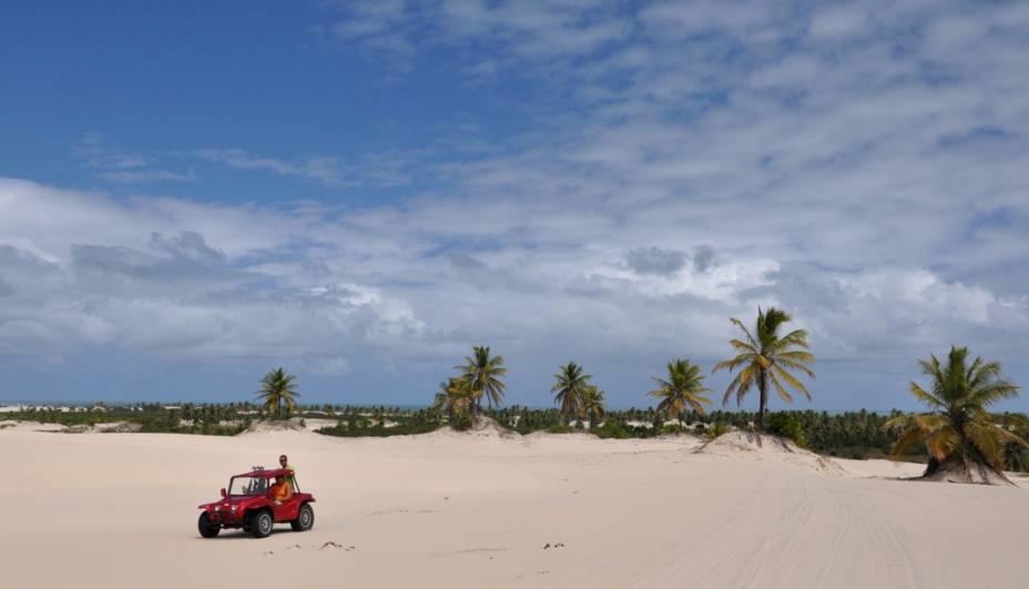 Mangue Seco, na Bahia, ficou famosa após servir de cenário para a novela Tieta. Com pouca infraestrutura, é procurada para passeios de um dia a partir de Aracaju (SE), Costa do Suípe (BA) ou Praia do Forte (BA)