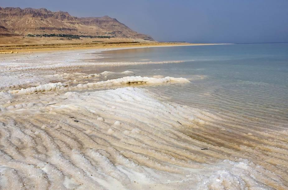 A alta salinidade do Mar Morto impede a proliferação de vida na água