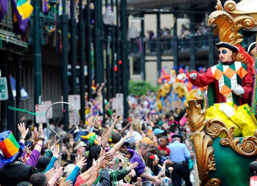 O <strong>carnaval</strong> em <strong>Nova Orleans</strong>, chamado de <strong>Mardi Gras</strong>, está entre as festas mais conhecidas do mundo. Ela se baseia em tradições europeias, mas tem uma forte marca multicultural com raízes africanas e caribenhas. A data do Mardi Gras é determinada de acordo com o calendário cristão. Mardi Gras é o dia antes de quarta-feira de cinzas, dia que é iniciada a Quaresma. Em Nova Orleans, o término do carnaval fecha também a temporada de danças e desfiles que começam no dia seis de janeiro. Desde essa data é possível ver carros alegóricos e danças de máscaras, que ganham as ruas até o fim do carnaval.