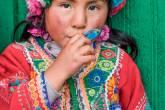BEM NA FOTO: Menina cusquenha, no Peru