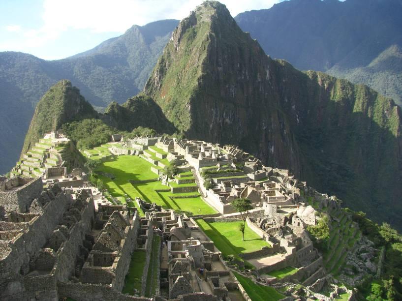 A cidade inca Machu Picchu foi edificada durante o governo de Pachacutec Inca Yupanqui na transição entre a Cordilheira dos Andes e a Amazônia, no Vale do Rio Urubamba