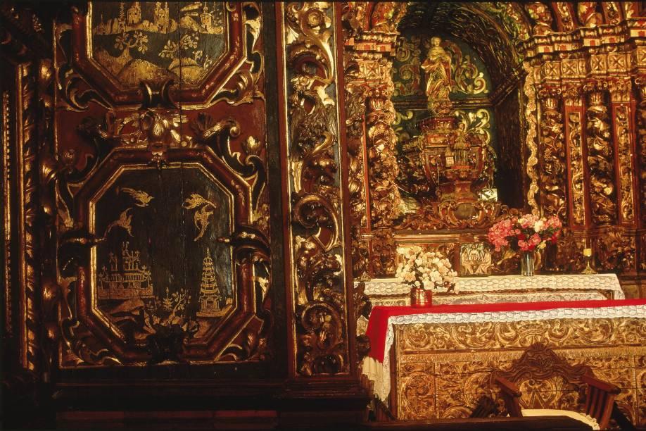 Detalhe da influência da arte chinesa no altar da Igreja de Nossa Senhora do Ó, Sabará (MG).