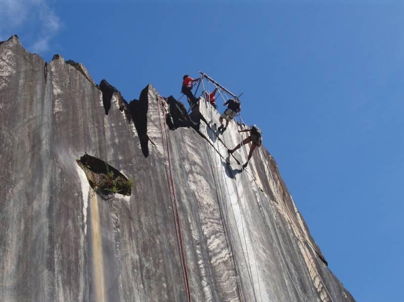 O Morro da Pedreira, na Serra do Cipó (MG), é um conjunto de paredões com prática de rapel e escalada em mais de 400 vias grampeadas