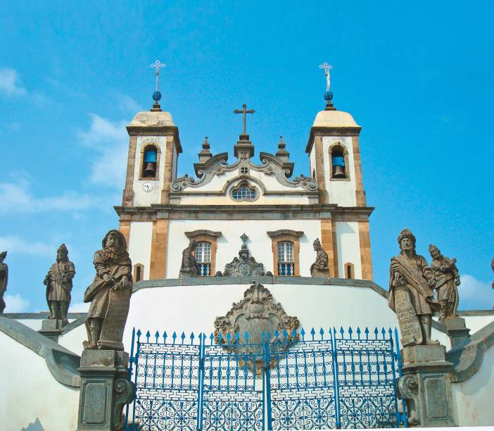 Declarada Patrimônio Mundial pela Unesco em 1985, a Basílica Bom Jesus de Matosinhos, em Congonhas (MG), é um dos maiores tesouros da arte barroca, e conta com esculturas dos doze profetas, feitas por Aleijadinho