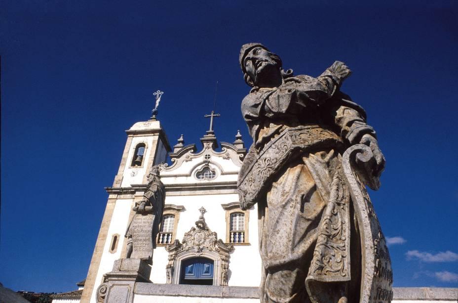 Ezequiel, um dos 12 profetas em pedra-sabão que foram esculpidos por Aleijadinho e seus auxiliares entre1800 e 1805, as obras ficam em frente à Basílica Bom Jesus de Matosinhos em Congonhas (MG)