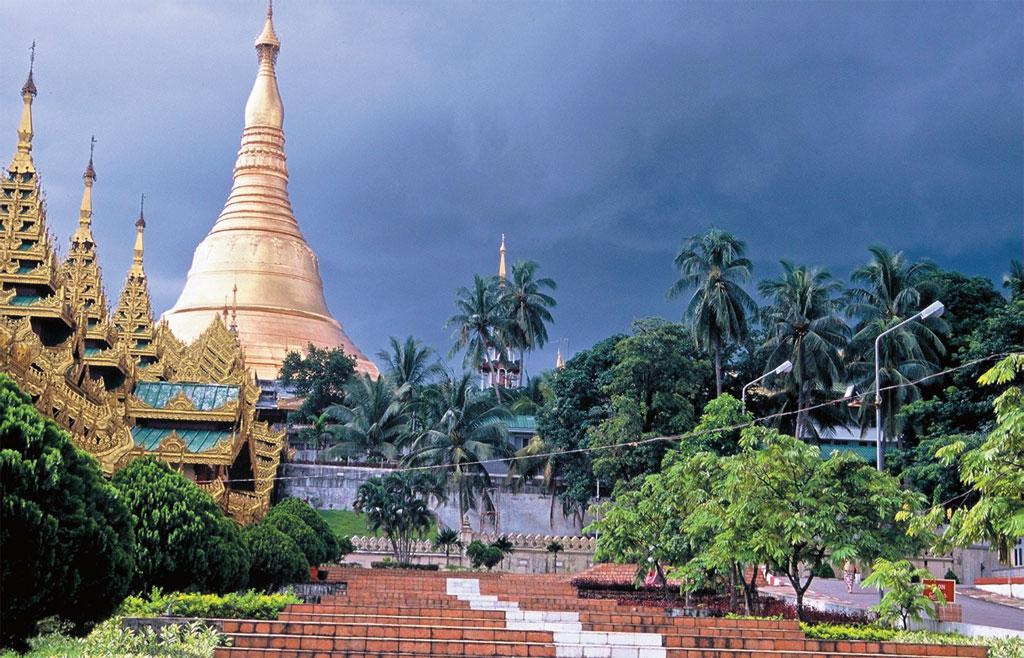 O templo de Shwedagon, em Yangon, cinco anos atrás