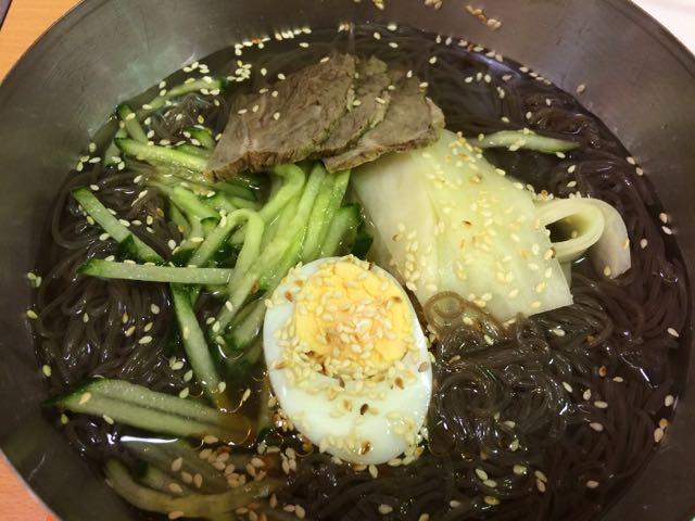 Minha sopa fria de noodles coreano no mercadão