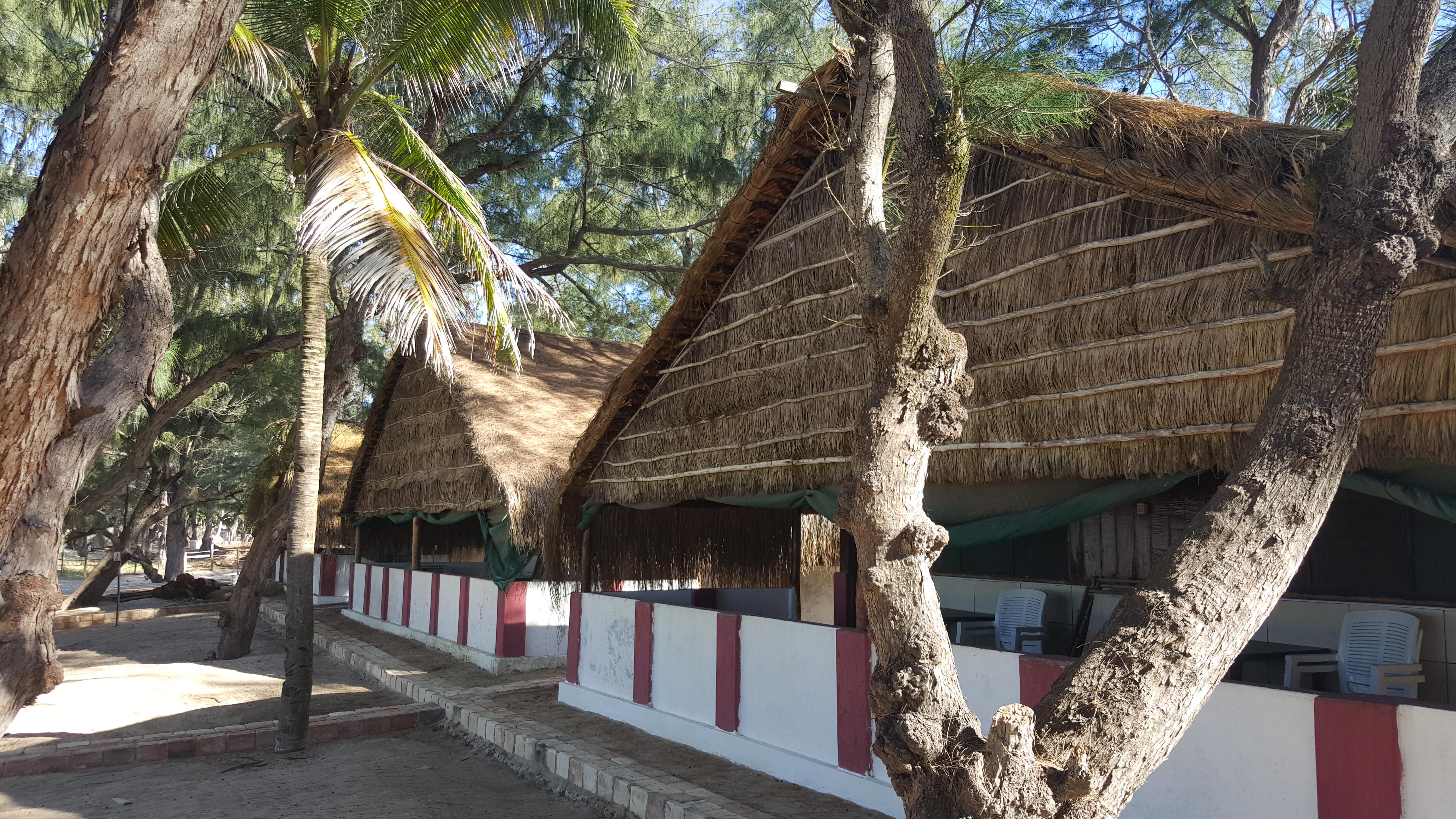 Meu amado bangalô no Nordin's Lodge, onde passei 15 dias sem trancar a janela, bem na frente da piscina cristalina da foto anterior