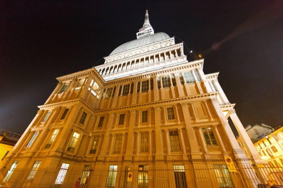 Com 167 metros de altura, o Mole Antonelliana é um dos símbolos da cidade e por muitos anos não teve função específica. Projetado para ser uma sinagoga, hoje abriga o Museu do Cinema