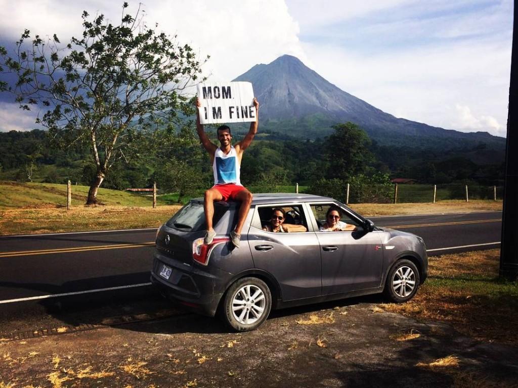 Em frente ao vulcão Arenal, na Costa Rica. (Foto: Reprodução/ Instagram)