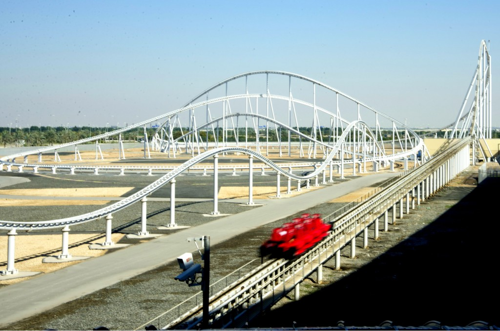 A Formula Rossa, a montanha-russa mais rápida do planeta, que chega a 240 km/h (eu indico mil vezes!!!)