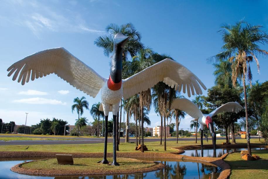 A proximidade de Campo Grande (MS) com o Pantanal Sul e Bonito é revelada pelas pinturas e esculturas gigantes de animais típicos da região, espalhados pela cidade