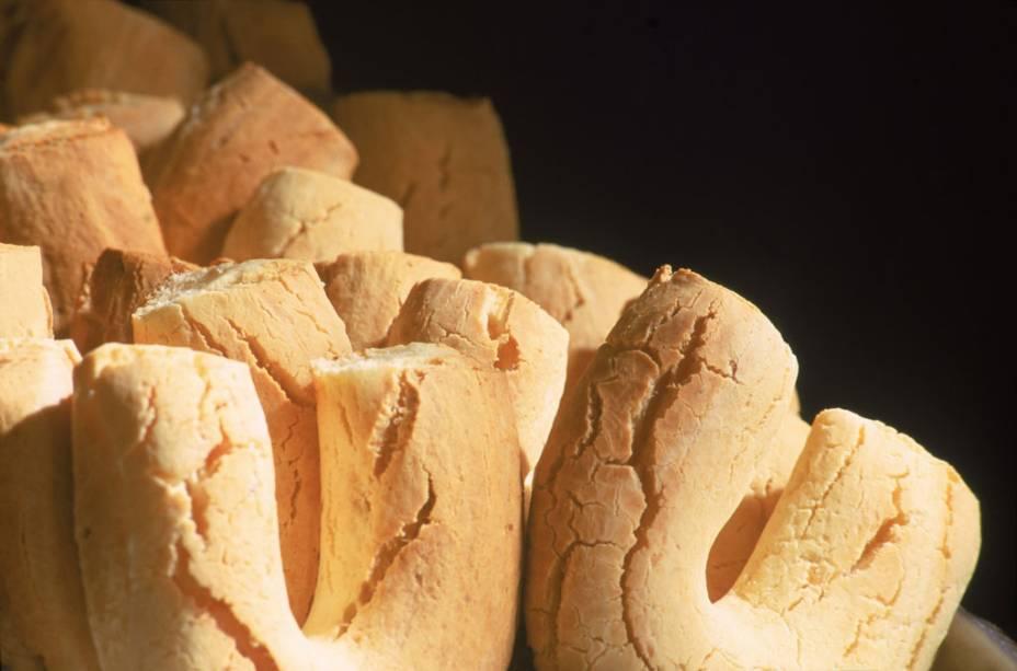 A Chipa foi importada do Paraguai, mas é prato típico no Pantanal (MS). O pão de queijo de massa compacta é também achado nas grandes cidades, como Campo Grande (MS)