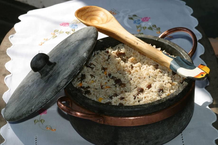 """O """"quebra-torto"""" é o nome dado ao café da manhã reforçado do pantaneiro (MT e MS). O arroz carreteiro é o prato mais comum, e ajuda a sustentar o corpo durante as horas de trabalho no campo"""