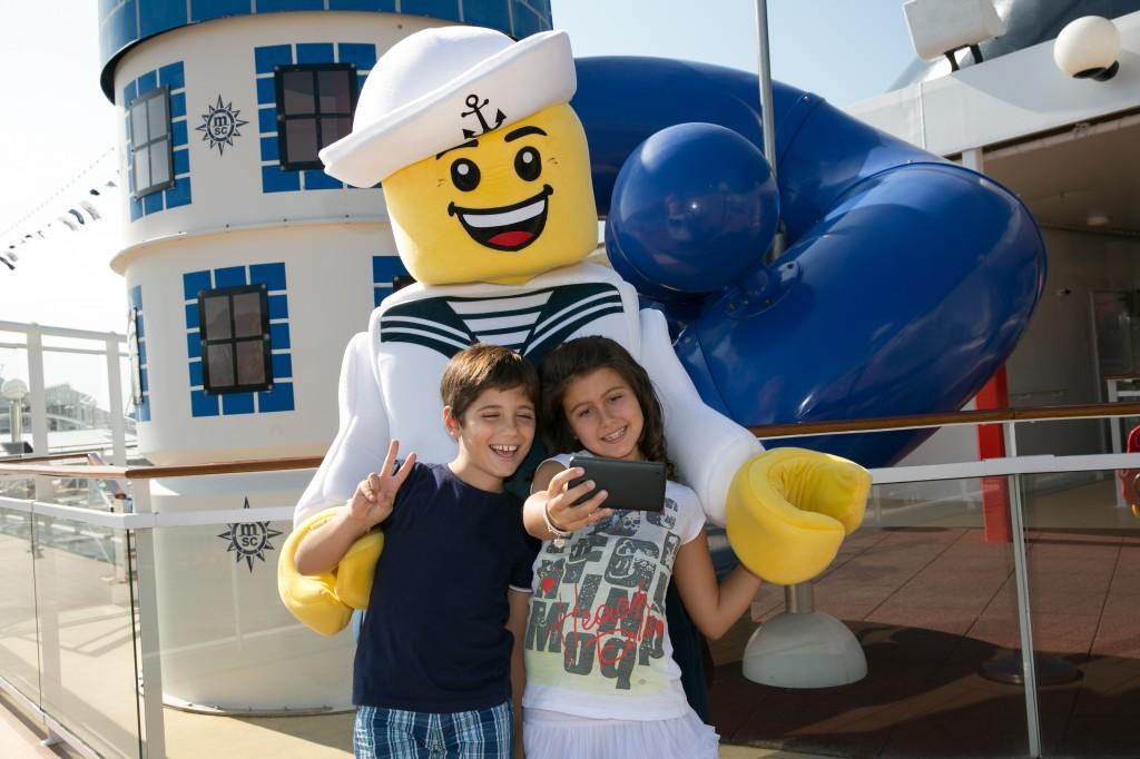 Mascote da LEGO nos navios da MSC (foto: divulgação)