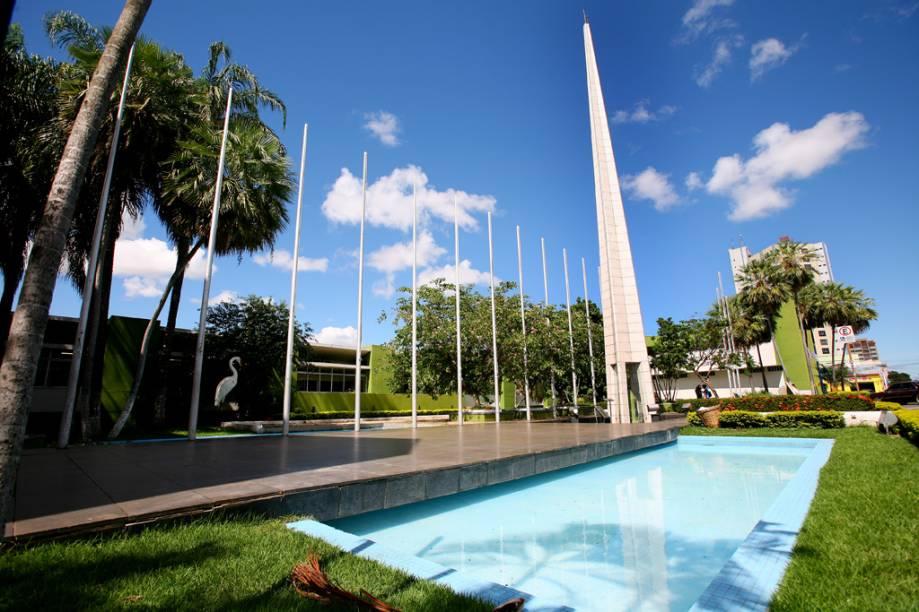 Localizado em Cuiabá (MT), o centro geodésico da América do Sul dá margem a teorias sobre a energia mágica dos desfiladeiros