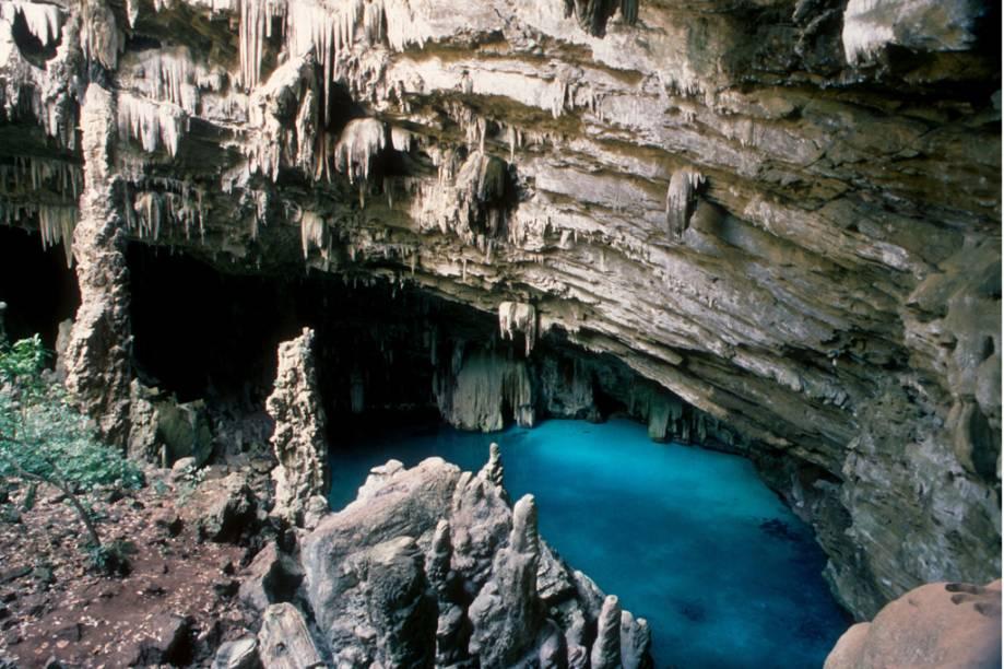 Algumas das principais atrações de Nobres (MT), como a Gruta da Lagoa Azul (foto), estão interditadas pelo Ibama para elaboração do plano de manejo da área. É recomendável agendar antes de fazer qualquer passeio