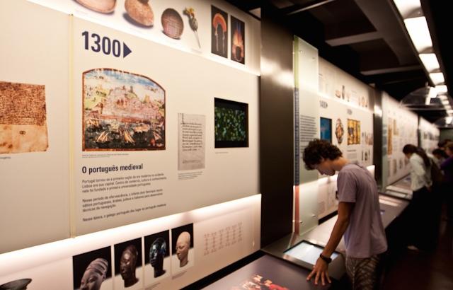 Detalhe da exposição permanente que conta a História do nosso idioma (foto: Karlos Leonardo/Flickr/creative commons)