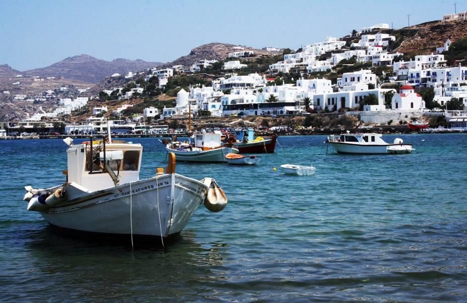 Barcos ancorados na baía de Mykonos