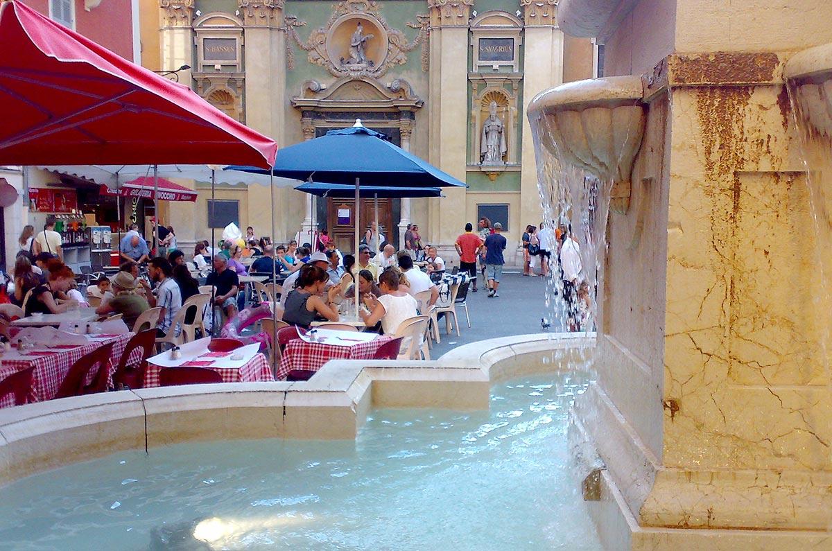 Fonte na Place Rossetti, em Nice, no sul da França