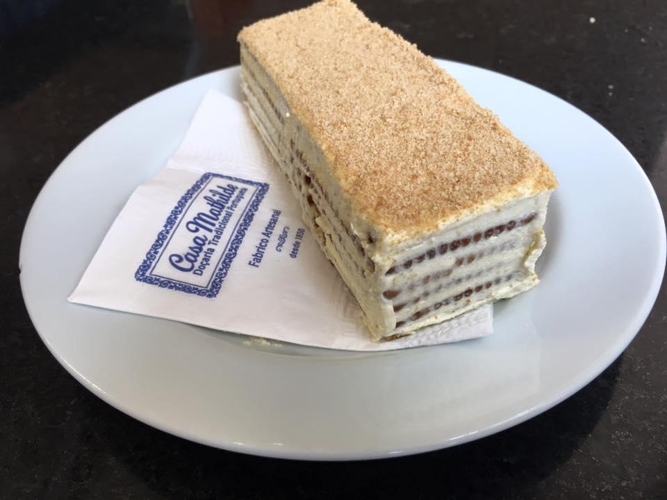 O bolo de bolacha da Casa Mathilde leva café / Foto Divulgação