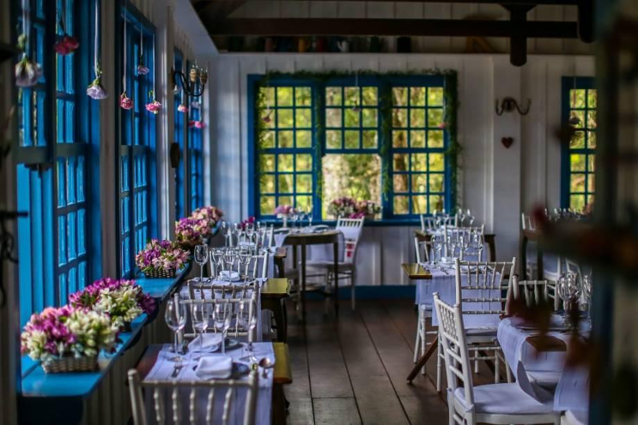 O romântico salão da Provence Cottage & Bistrô. Quem não está hospedado também pode reservar o menu-degustação do chef Ari Kespers