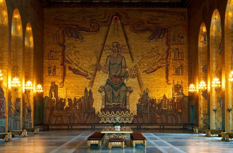 O Hall Dourado, na Câmara Municipal de Estocolmo, é o palco do concorrido banquete do Prêmio Nobel, que conta com a participação dos laureados - com exceção dos premidos pela Paz, que são homenageados em Oslo, Noruega -, e da família real sueca