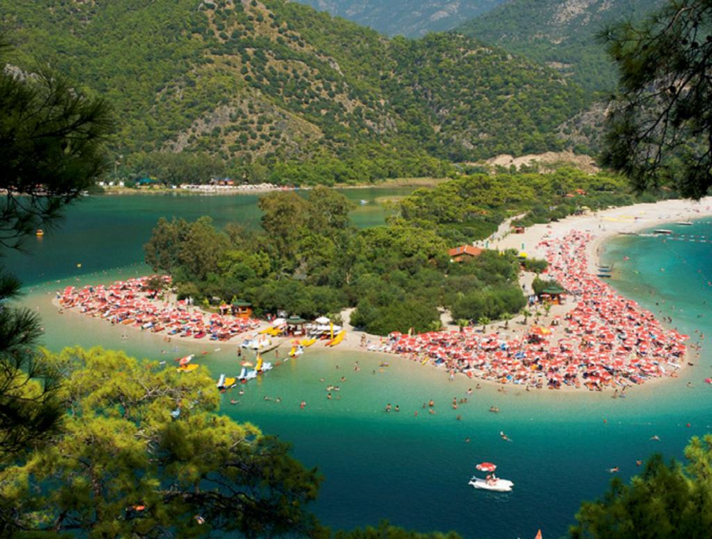 Praia de Ölüdeniz, em Fethiye, na Turquia