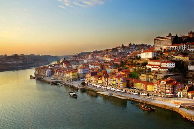 Vista do Centro Histórico de Portugal, Porto, Portugal