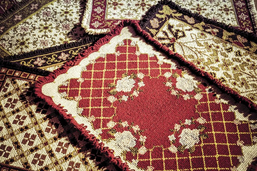 Os bem tramados tapetes arraiolos de Atibaia na Fernão Dias