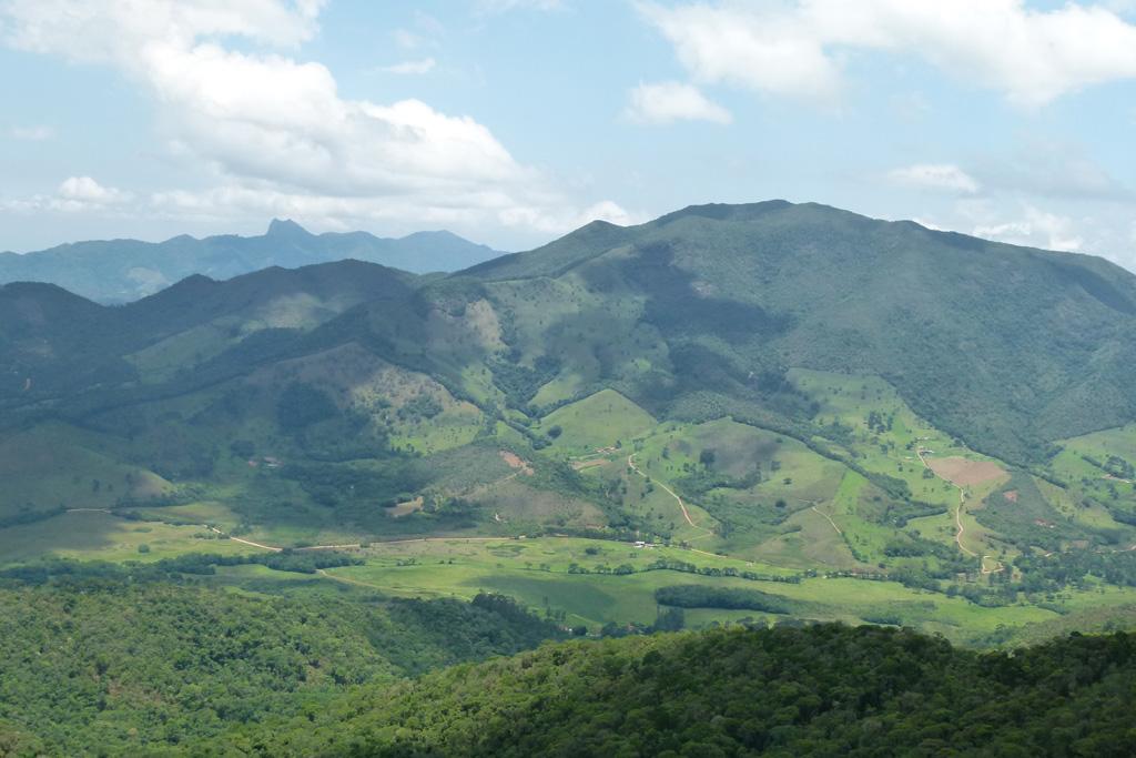 Vista de Mauá a partir do Mirante Zé Manuela, a 1800 metros de altura