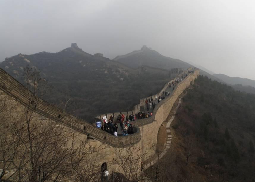Trecho da Grande Muralha da China em Badalin, construída a mando dos imperadores Ming. Localizada a 80 km de Pequim, Badalin é um dos muitos locais onde a visita é aberta ao público