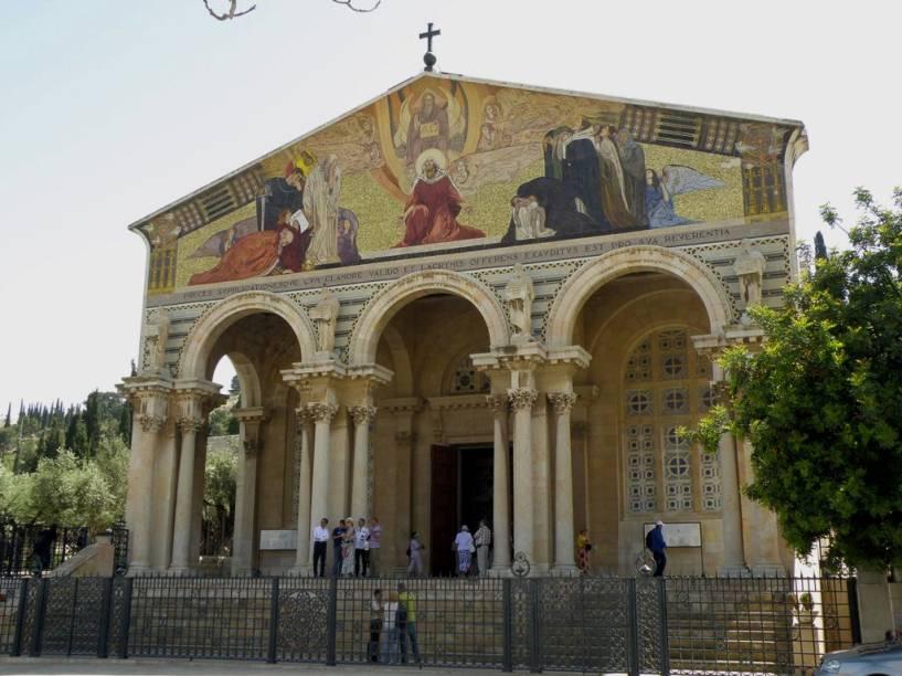 Igreja de Todas as Nações, Jerusalém. Construída sobre a rocha onde Jesus orou antes de ser preso, esse templo localiza-se ao lado do Jardim de Getsêmani