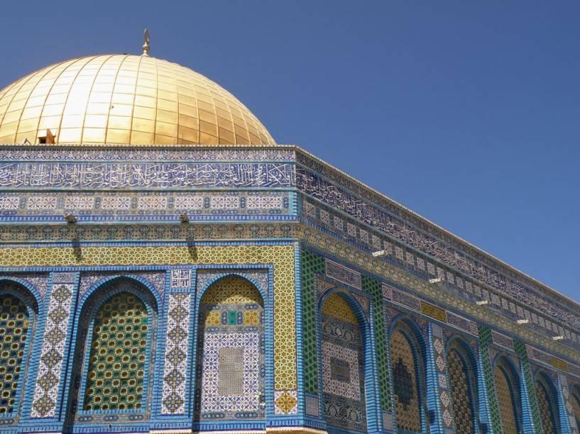 O Domo da Rocha, em Jerusalém, é um dos mais belos edifícios da cidade com suas caligrafias e a magnífica cúpula dourada